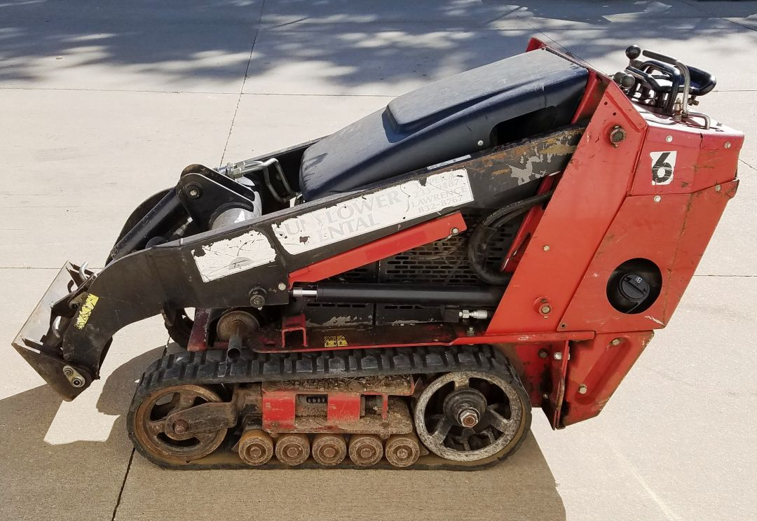 Toro Dingo TX427 for sale and rent sunflower equipment rental topeka lawrence blue springs kansas missouri