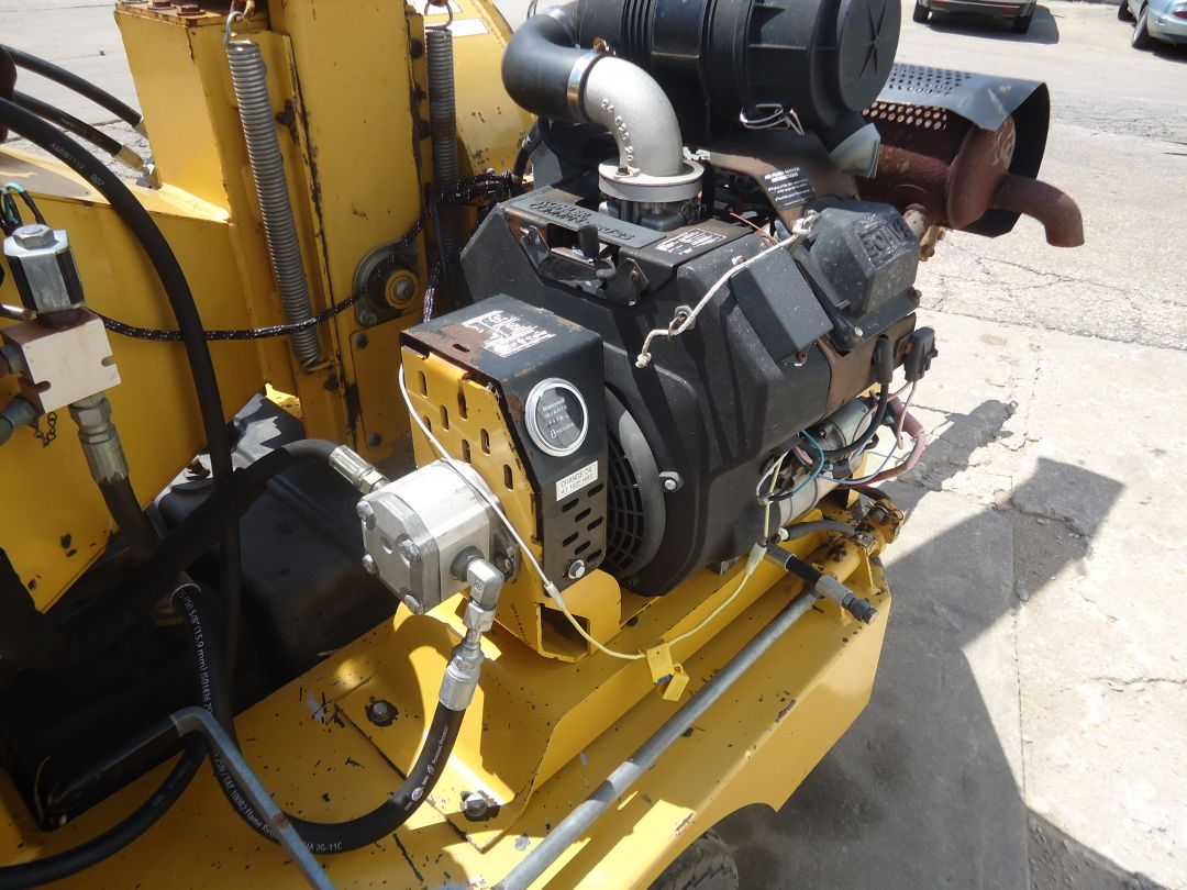 Vermeer 625A wood chipper for sale or rent sunflower equipment rental topeka lawrence blue springs kansas missouri